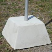 Бетонно блокче - основа за флаг